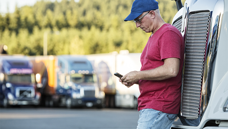 truck driver entering the queue with the trucker phone app
